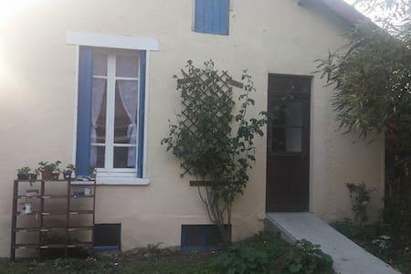Petite maison indépendante au calme - Athis-Mons - Hus