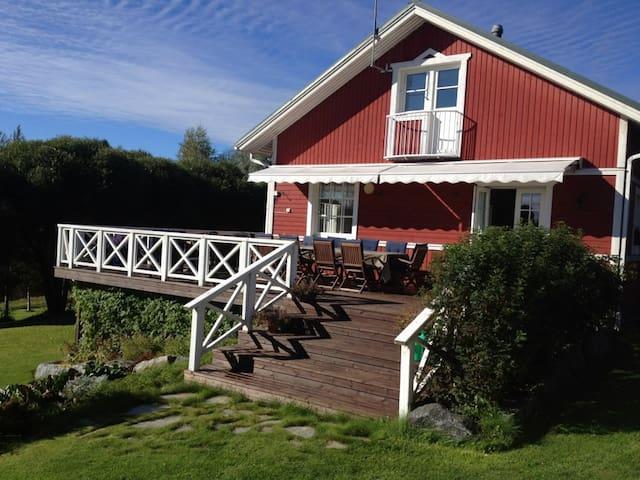 Punanen Tupa, tasokas omakotitalo - Siilinjärvi - House