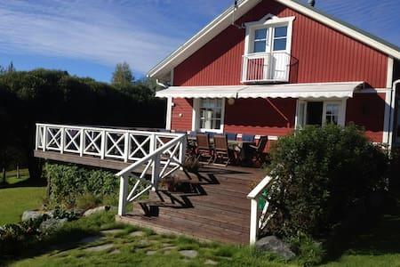 Punanen Tupa, tasokas omakotitalo - Siilinjärvi - Maison