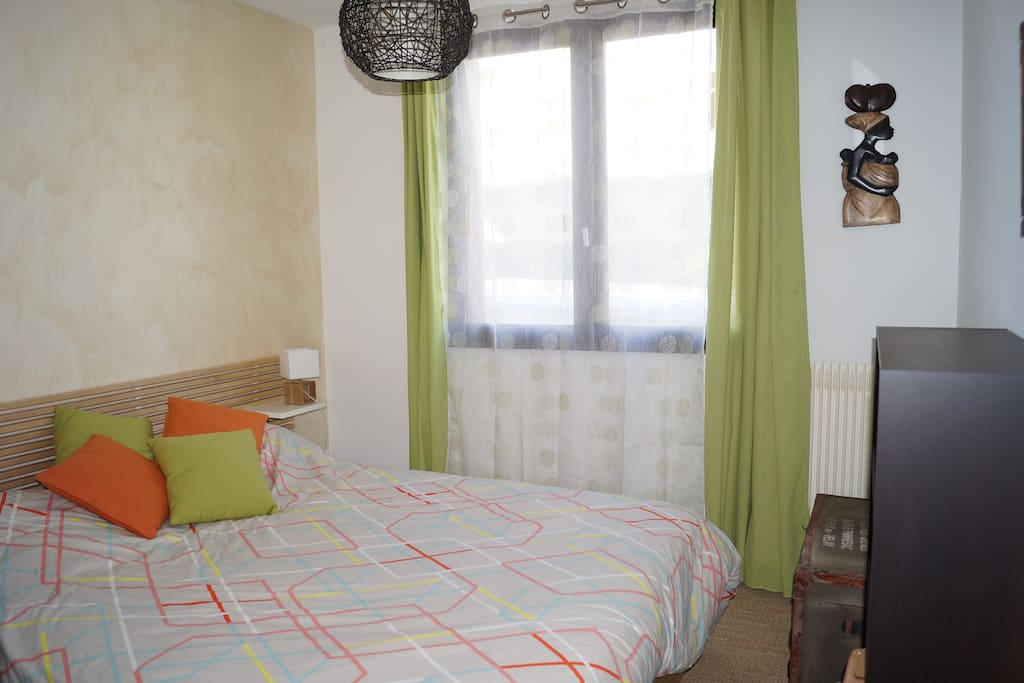 Première chambre, lit en 160.