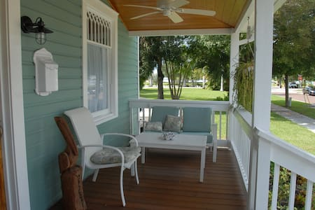 Rooms in historic district. - Bed & Breakfast