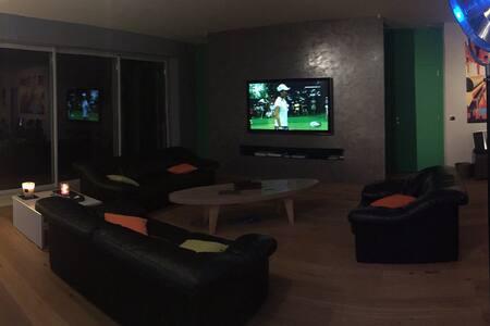 Belle chambre + SDB dans Loft spacieux avec patio - Reims