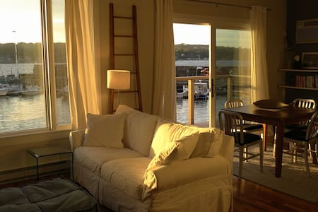 Loft Apartment With Ocean Views - ロックポート