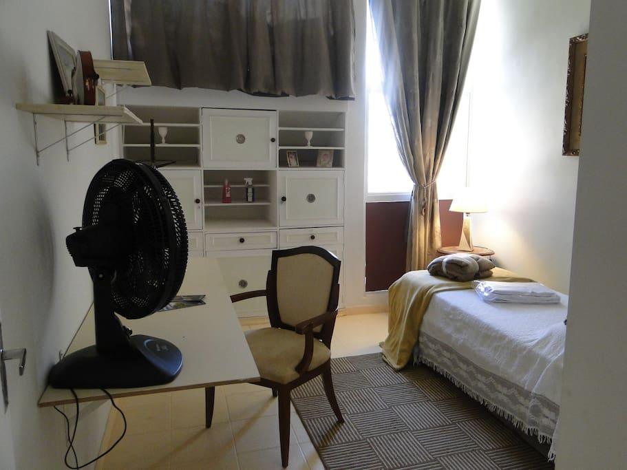 Vista da entrada do quarto (agora com cama de casal 08/08/2016)