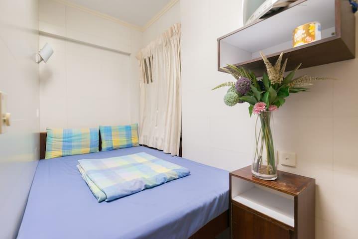 1 Queen Bed w/ Bath, near MTR, #2