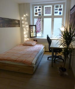 Cosy, comfy, centrally located room