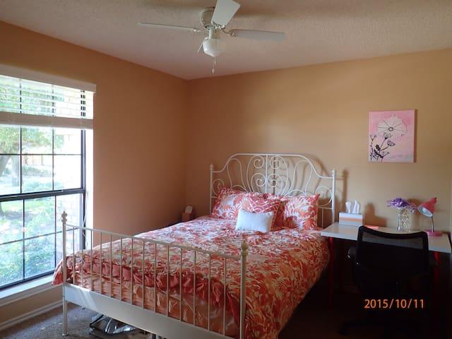 A cozy bedroom at city line & UTD!
