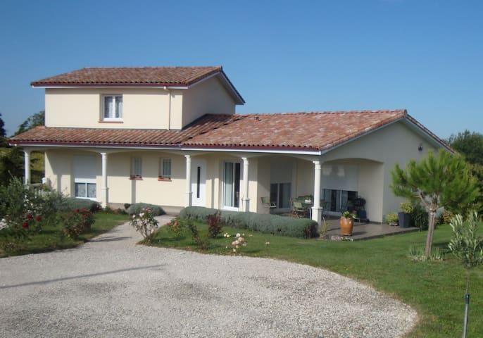 Chambres dans maison individuelle - Moissac - Casa