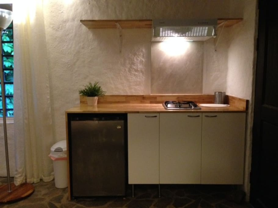 Small yet complete Kitchenette