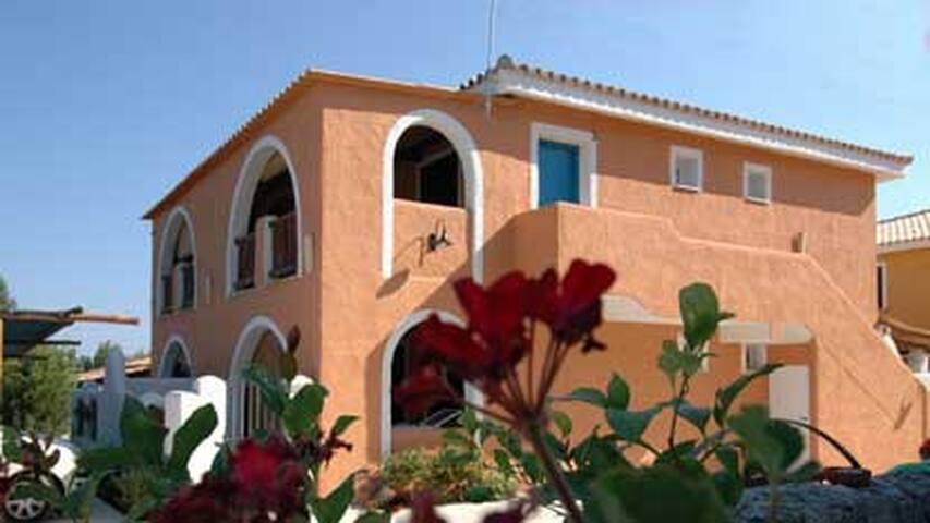 Alloggio indipendente in residence - Località Punta Safò - Appartement