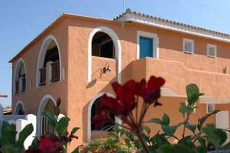 Alloggio indipendente in residence - Località Punta Safò - Apartment