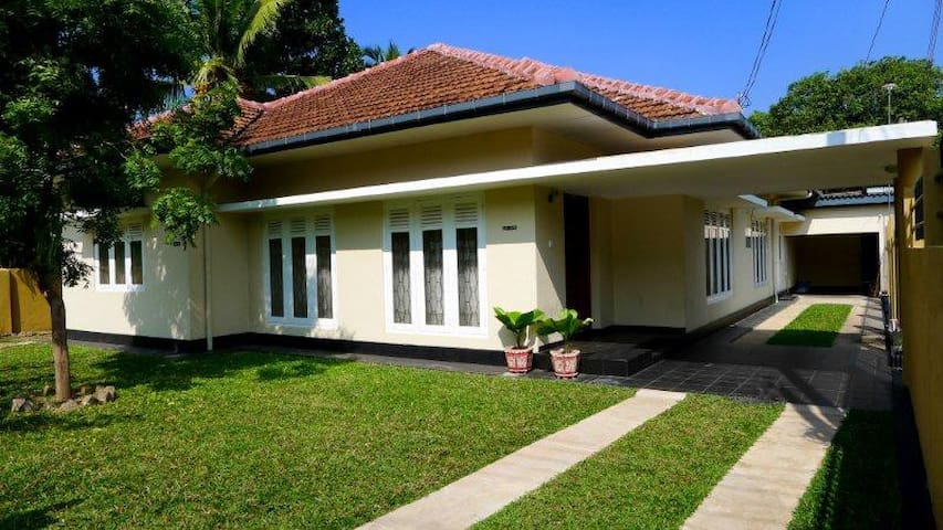 Colombo Charmer: 4-Bed Rooms with A/C. Whole Home
