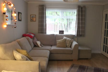 2 bedroom house, Cardiff, Wales - Cardiff