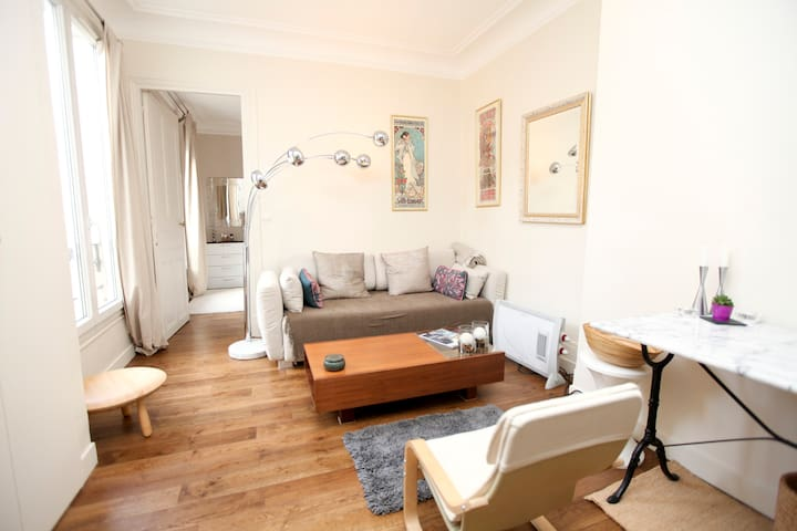 °°°Sunny 1-Bedroom Apartment in Central Paris°°°