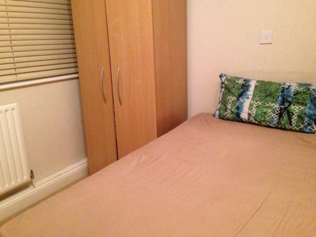Bright, Large DBL Room - N. London