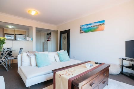 Room with skyline view&own bathroom - Leichhardt  - Apartment