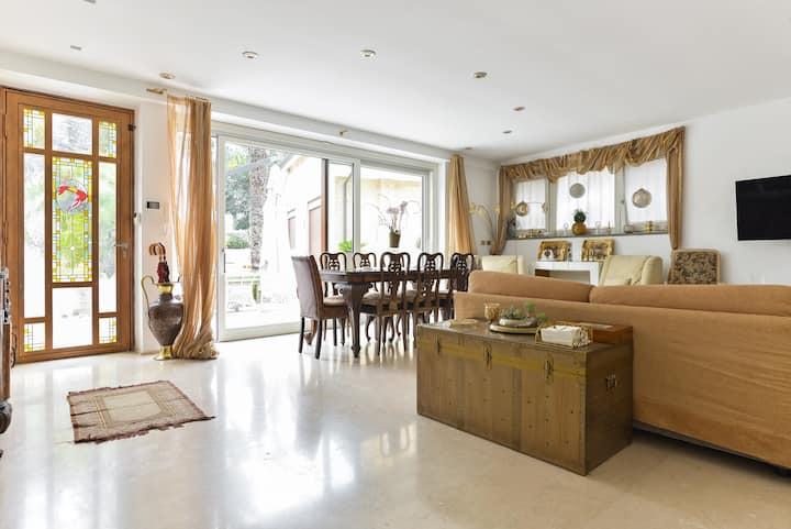 Appartamento lussuoso con giardino.