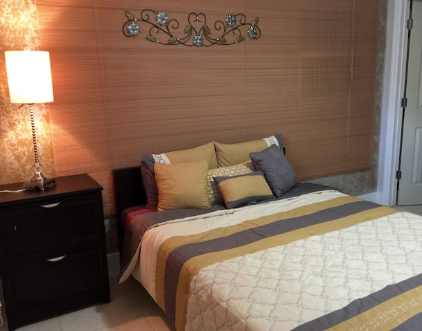 Great Priv. bedroom by Orlando downtown& Universal