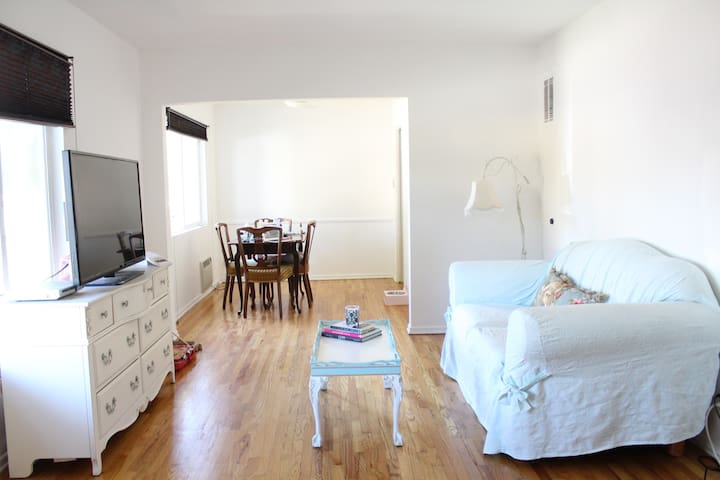 Cheerful and Spacious 1BD Apt - Los Angeles - Leilighet