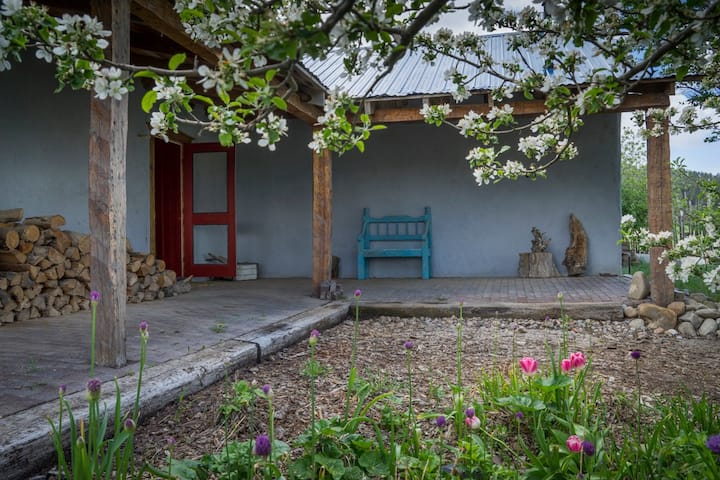 Spacious rurally located old adobe