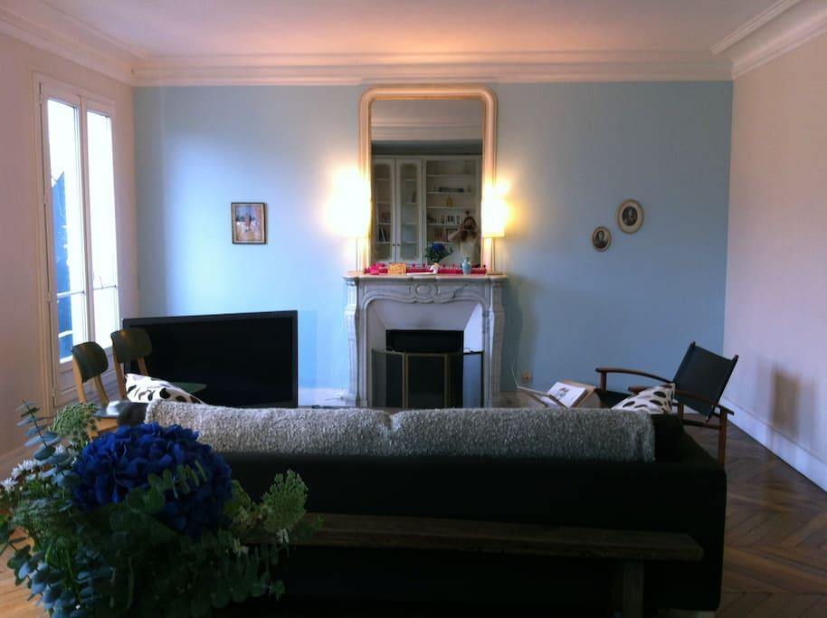 Bel appart caract re au 5eme et appartements louer for Appart hotel paris location au mois