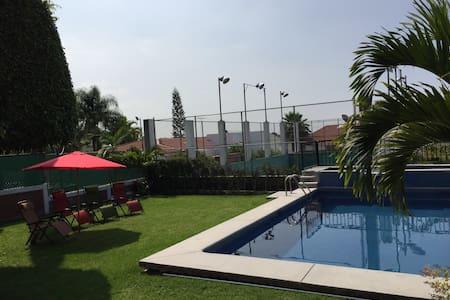 ¡¡¡ Excelente Casa en Lomas de Cocoyoc !!! - Cocoyoc