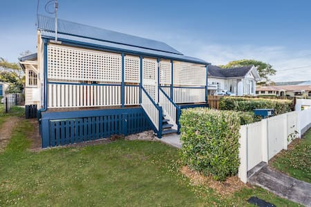 Character Cottage on Waterfront - Sandgate