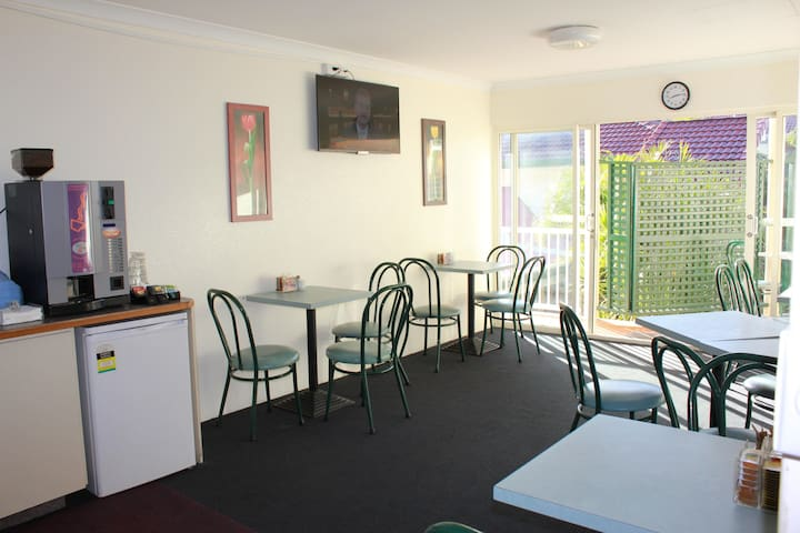 Self-contained Studio Apartments - Toowong - Bed & Breakfast