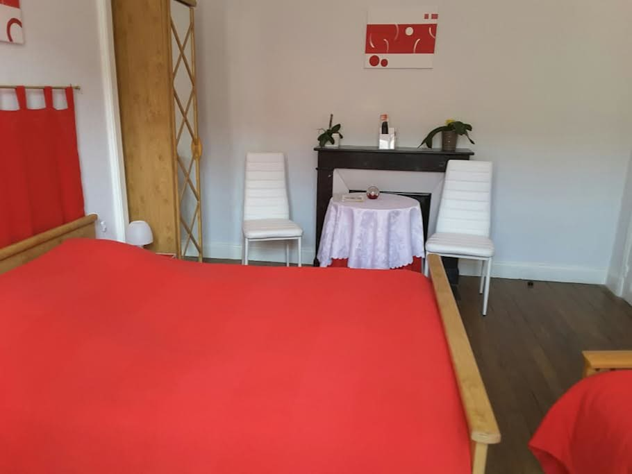 Chambre priv e rouge 16 km de verdun guesthouse for rent for Chambre agriculture champagne ardenne
