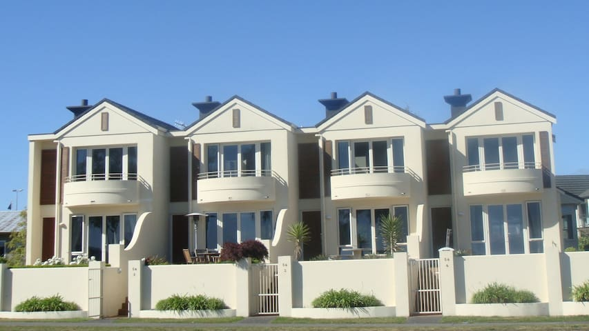 54 - Luxury Lake Front Apartments - Taupo