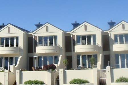 54 - Luxury Lake Front Apartments - Taupo