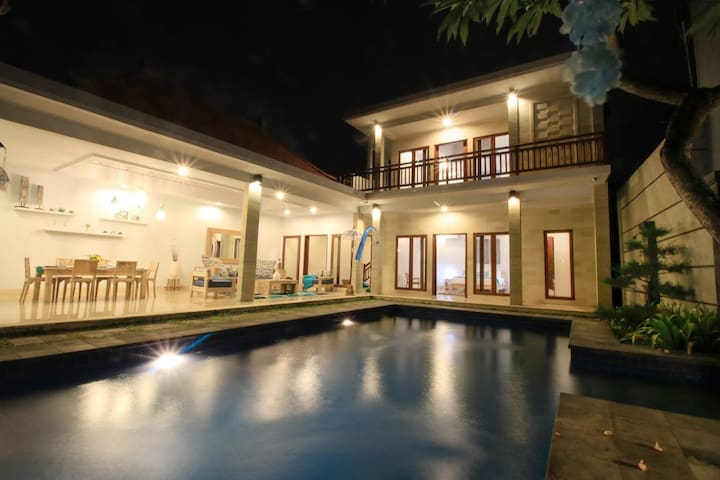 Perfect Beachside Villa in Sanur - Big Pool!