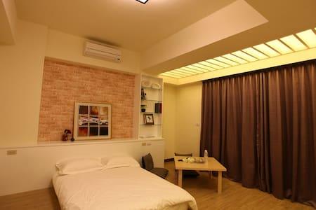HERA 赫拉民宿 鄰近東港夜市、電梯雙人套房 - Donggang Township