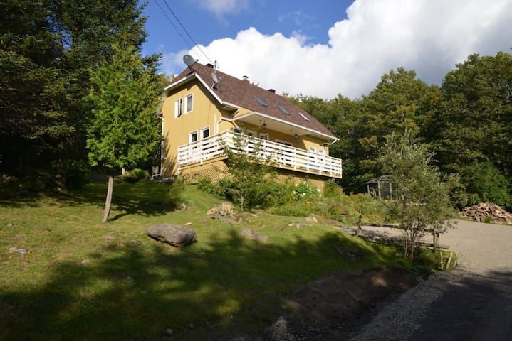 Calm mountain house in the heart of the forest - Bolton-Ouest - Hus