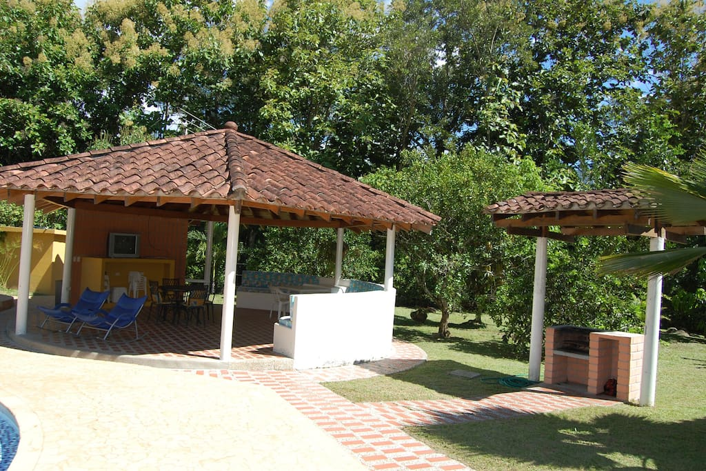 Enjoy your morning coffee or afternoon refreshments, a television, music, some drinks at night in the Gazebo