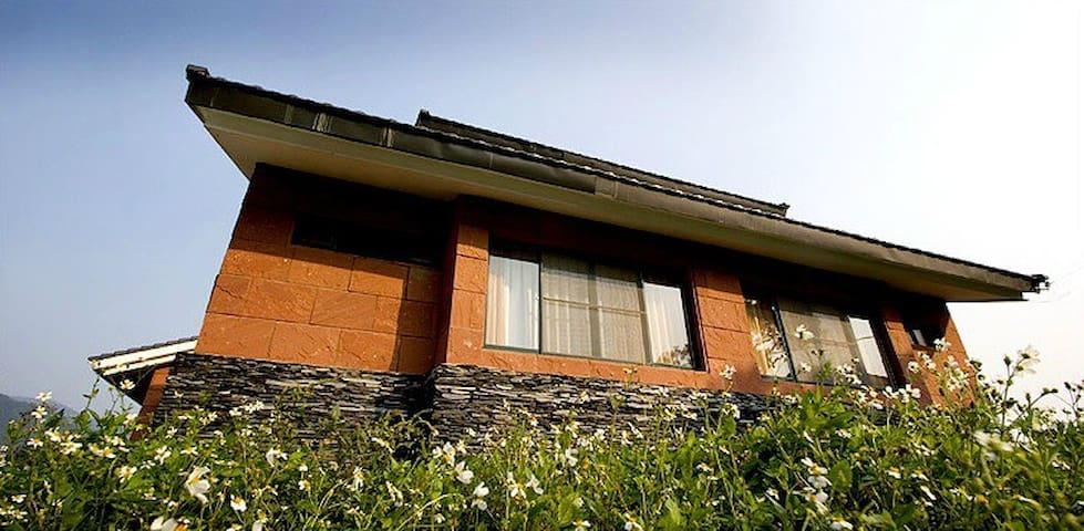 布農族石板屋 - Zhuoxi Township - Huis