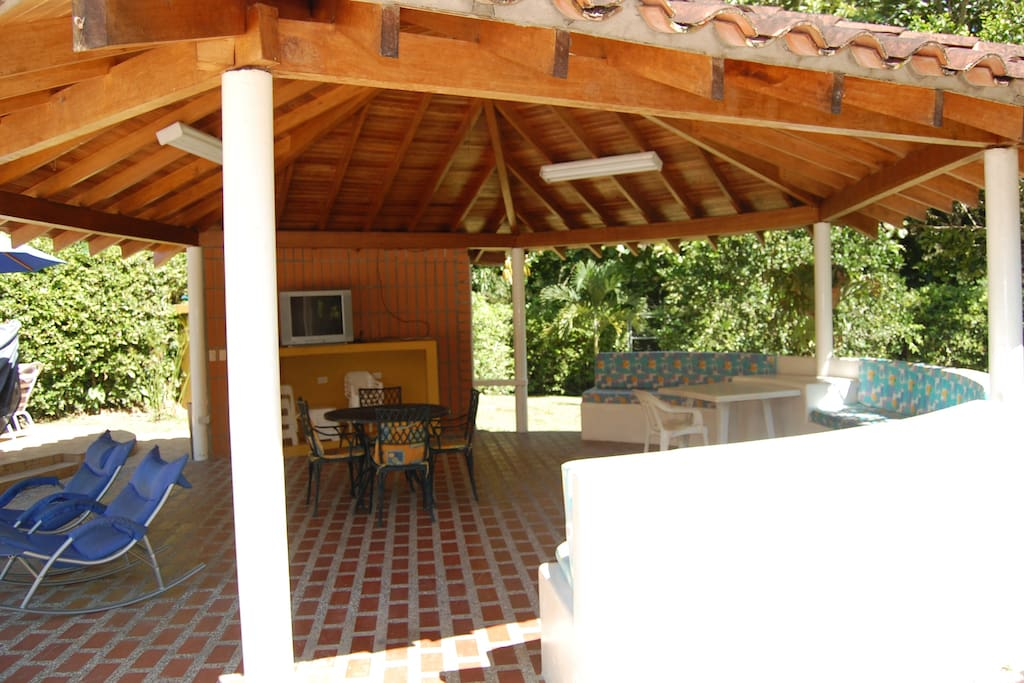 Gazebo equipped with a tv, wi-fi, dvd, ceiling fan and seats for all your guests.