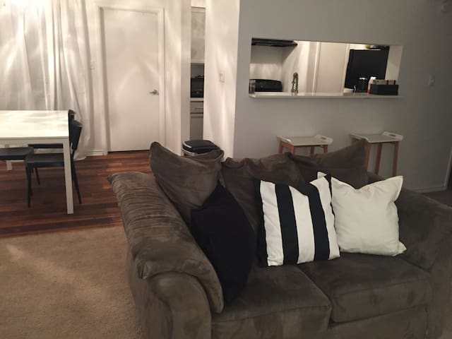 PVT Room, Perfect Stay for a Group! - Austin