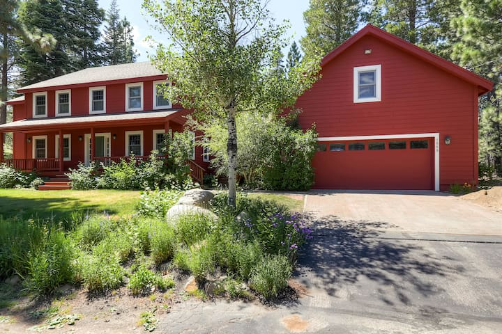 Big Red: 5BR/4BA with Amazing Spa - South Lake Tahoe - Casa
