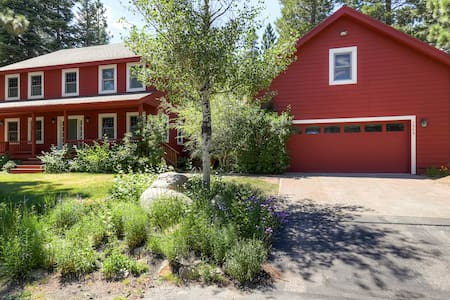 Big Red: 5BR/3BA with Amazing Spa - Haus