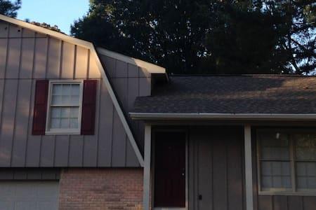 Two bedroom, study/office in SE - Huntsville - Hus