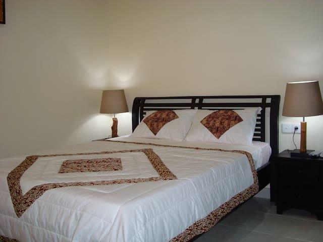 Semampan bedroom with bathroom - Ubud - Flat