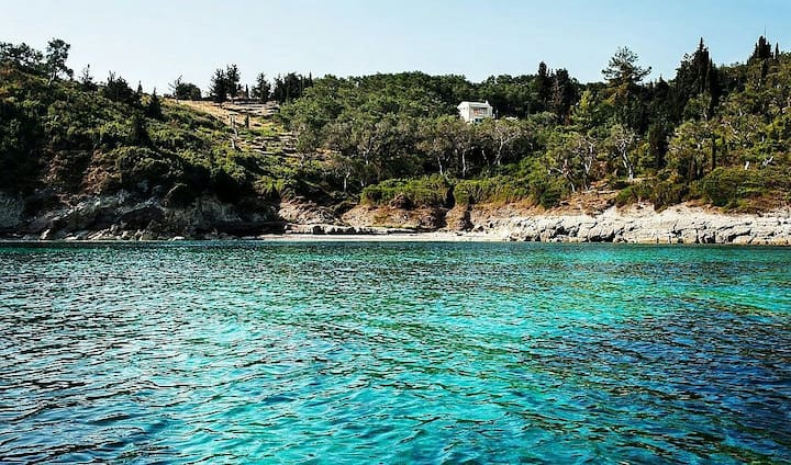 Lux villa few steps away from beach