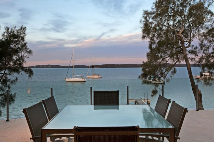 Waterfront Luxurious Holiday Escape