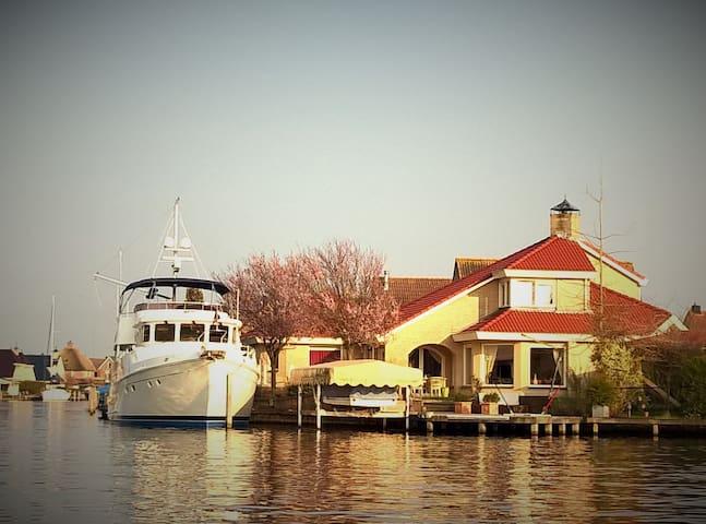 Luxe Villa aan open water - Lemmer - วิลล่า