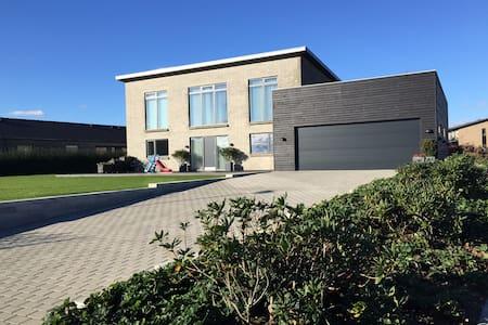 Modern Scandinavian Seaview Villa - Skødstrup - Casa