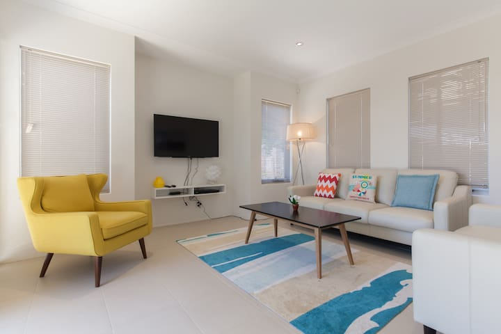 Spacious & Comfy | Close to City,Curtin,Cafe strip - East Victoria Park