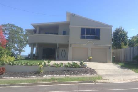 Quality new spacious home with view - Bli Bli - Leilighet
