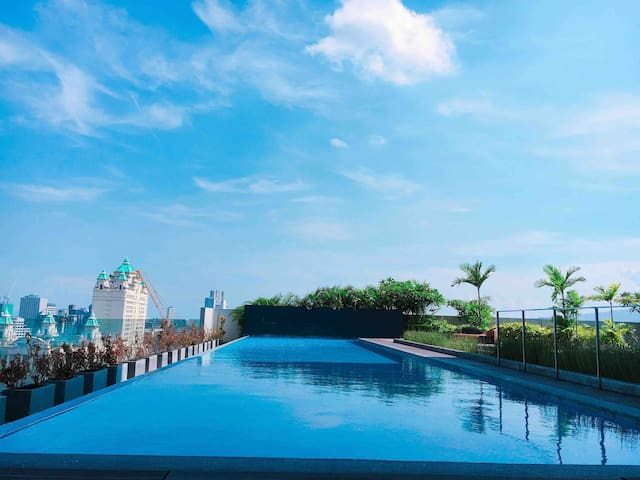 Fabulous mountain view in Calyx | Waterfront hotel
