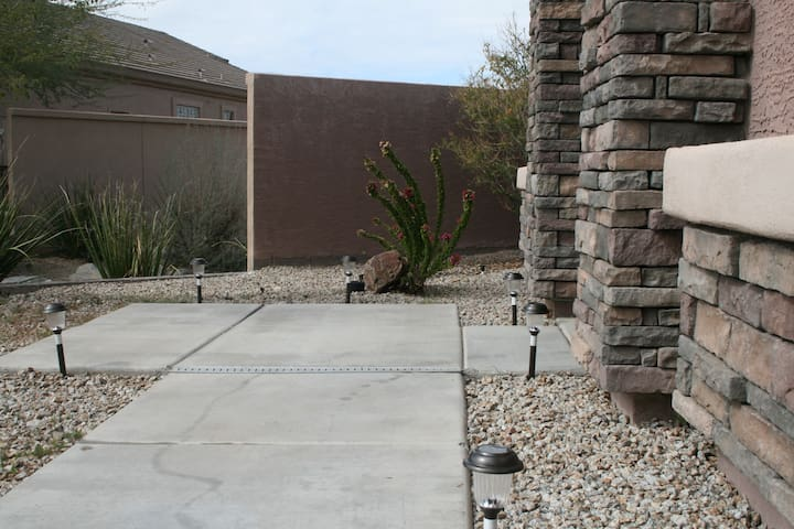 Front sidewalk to the front entrance